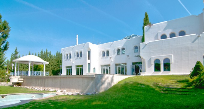 Mediterranean Manor with Indoor Garden Sanctuary Lists in Spain For €2.6-Million (PHOTOS)