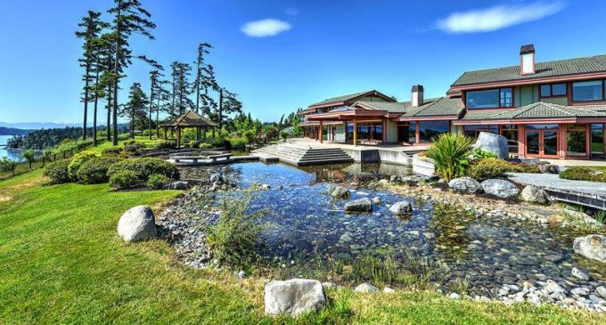 Looking To Move To Canada? Check Out These 10 Gorgeous Homes! (PHOTOS)