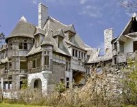 Inside Carleton Island, NY's Crumbling c.1894 Carleton Villa (PHOTOS & VIDEO)