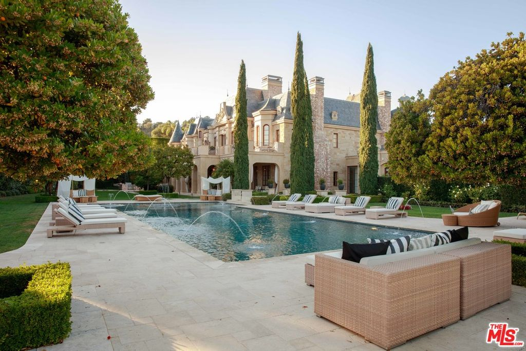 27 000 Sq Ft Richard Landry Designed Manor Lists In