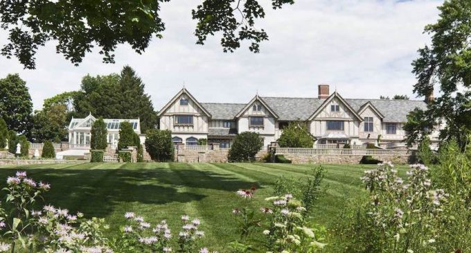 Elizabethan Manor House in New Canaan, CT by Wadia Associates (PHOTOS)