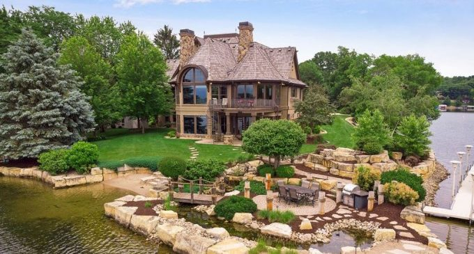 Lakefront Dream Home with 350′ of Frontage on Prior Lake Reduced to $3.8M, Prev. $4.9M (PHOTOS)