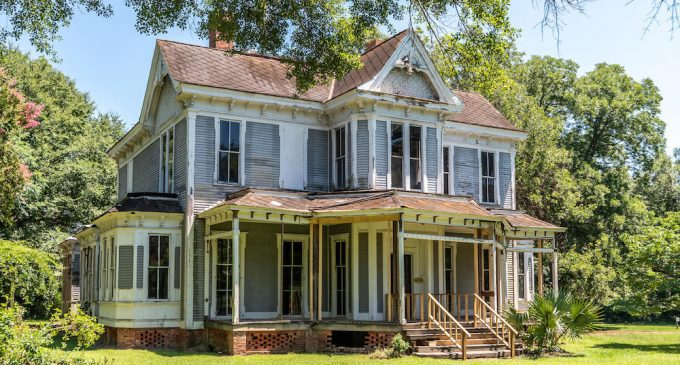Madison, GA's Historic c.1883 Foster-Thomason-Miller House in Need of Restoration Sells for $449K (CURRENT & VINTAGE PHOTOS)