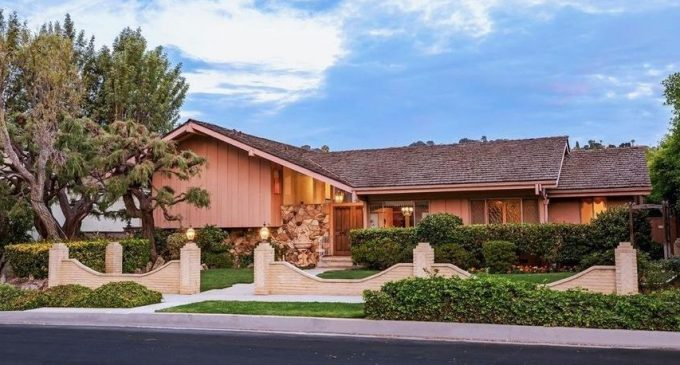 HGTV Outbids Lance Bass for California's Iconic Brady Bunch House (PHOTOS)