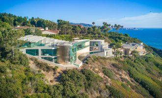 La Jolla's Famed Razor Residence Lists for $30M, Prev. Sold for $14.1M (PHOTOS)