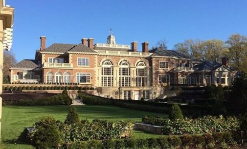 Sprawling Georgian Manor in Greenwich, CT by Charles Hilton Architects (PHOTOS)