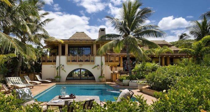 Beachfront Hawaiian Dream Home by Architects Ike Kligerman Barkley (PHOTOS & VIDEO)