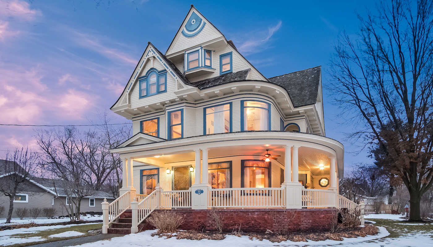 Historic c.1896 Victorian in Brodhead, WI Reduced Sells for $285K (PHOTOS)