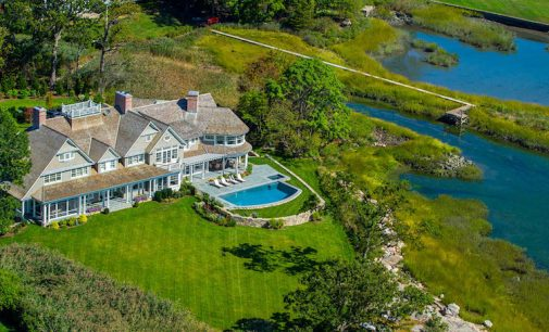 Classic New England Shingle-Style Residence by Charles Hilton Architects (PHOTOS)