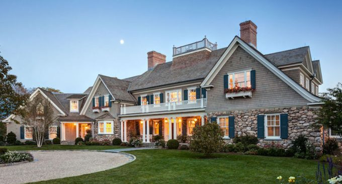 Classic New England Shingle-Style Residence by Charles Hilton Architects (PHOTOS)