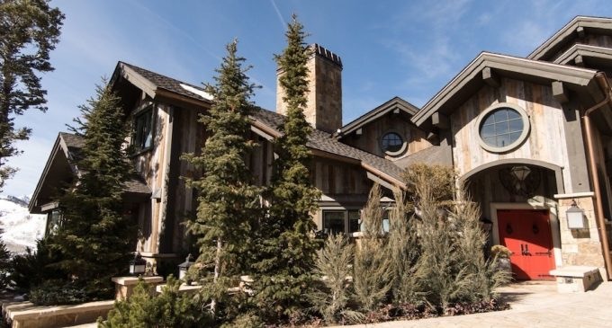 This Utah Ski Lodge by Anthony Baratta is Unlike Anything You've Seen Before (PHOTOS)