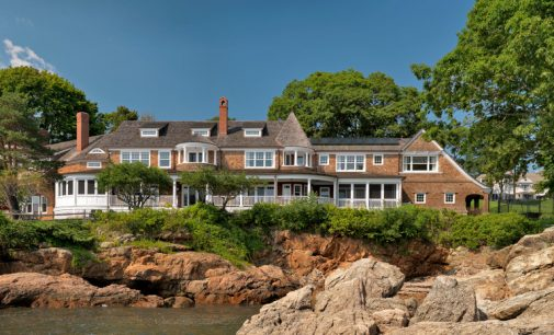 Coastal Shingle-Style Residence by Carpenter & MacNeille (PHOTOS)