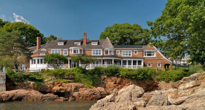 Coastal Shingle-Style Residence by Carpenter & MacNeille (PHOTOS)
