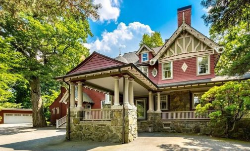 Empty c.1903 Victorian Home Lists in Winchester, MA for $2.2M (PHOTOS)