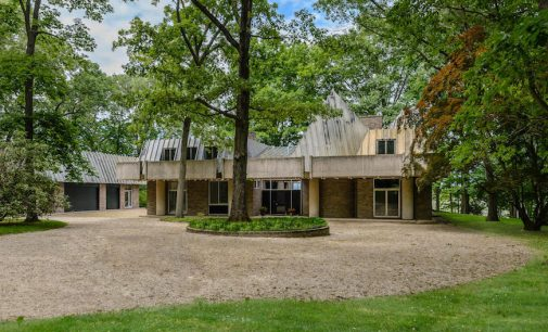 Modern Great Meadow Residence by Architect John Mooney Lists in NY for $6M (PHOTOS)