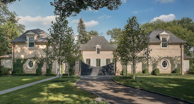 Courtyard Estate in Hinsdale by Pursley Dixon Architecture (PHOTOS)