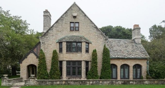 Empty c.1927 Tudor Revival in Manitowoc, WI Sells for $310K (PHOTOS)