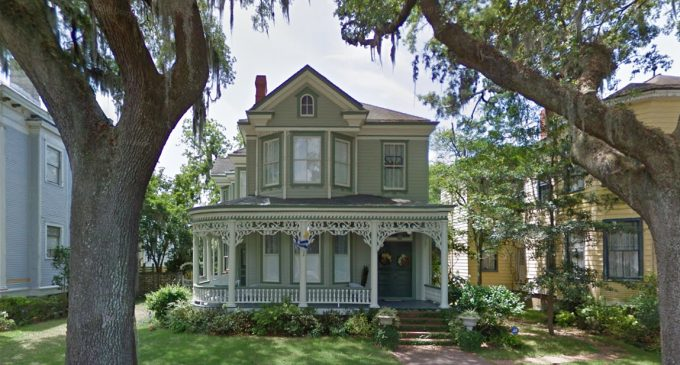 Disney+: Lady and the Tramp's Victorian Dream Home in Savannah, GA (PHOTOS)