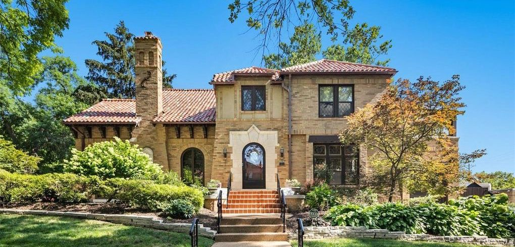 c.1928 Brick Residence in Saint Louis Sells for $990K (PHOTOS)
