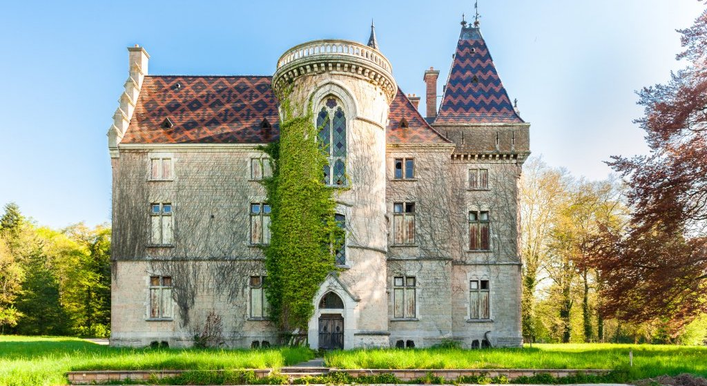Empty 19th Century Castle Mâcon Seeking Ambitious Buyer for €7.42M (PHOTOS)