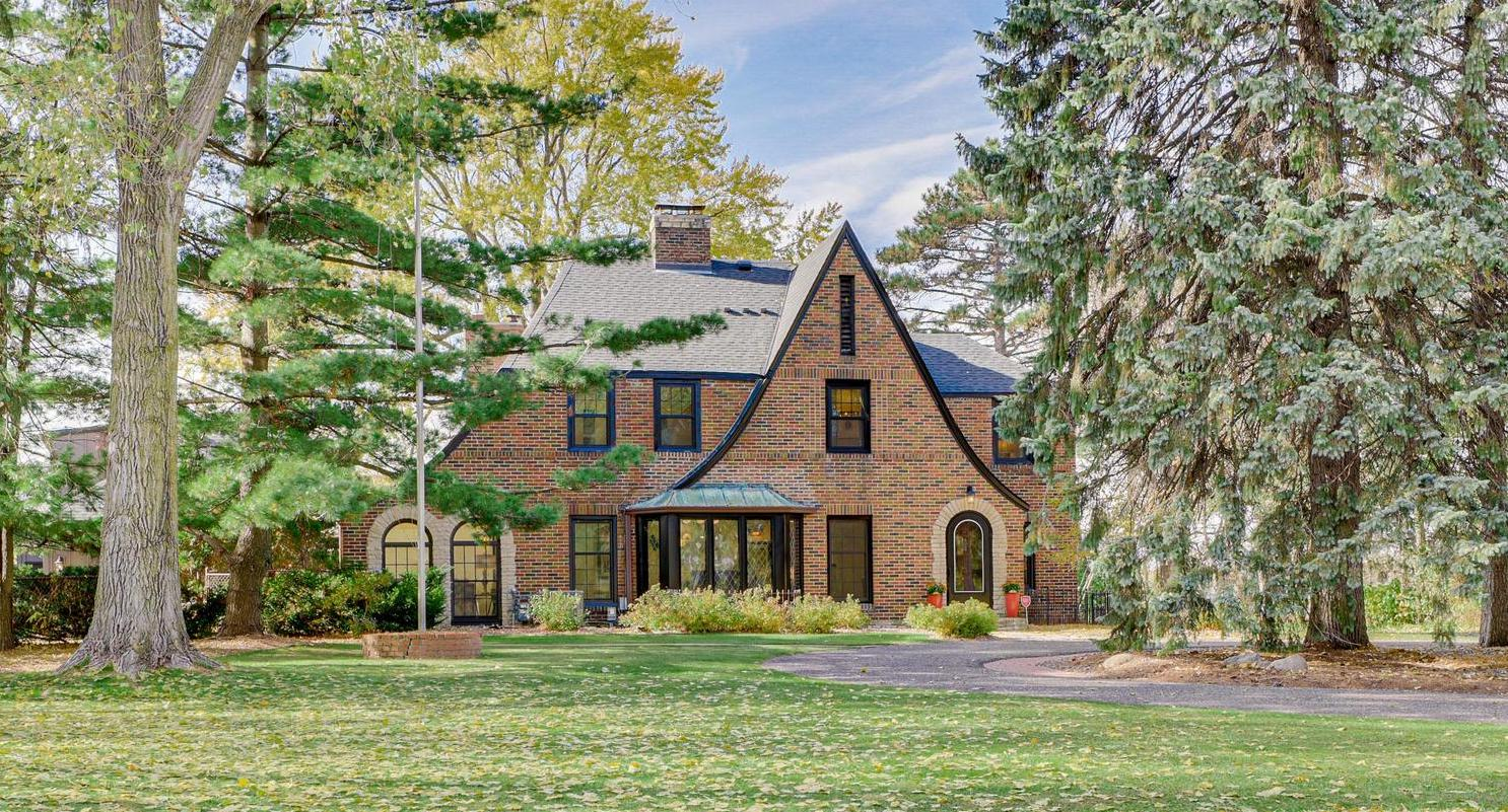 Reimagined Brick Home in Roseville, MN Reduced to $999K (PHOTOS)