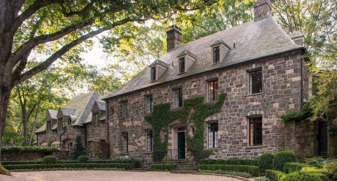 1920s Greenwich Manor Redesigned by Mitchell Studio & Nordic Custom Builders (PHOTOS)