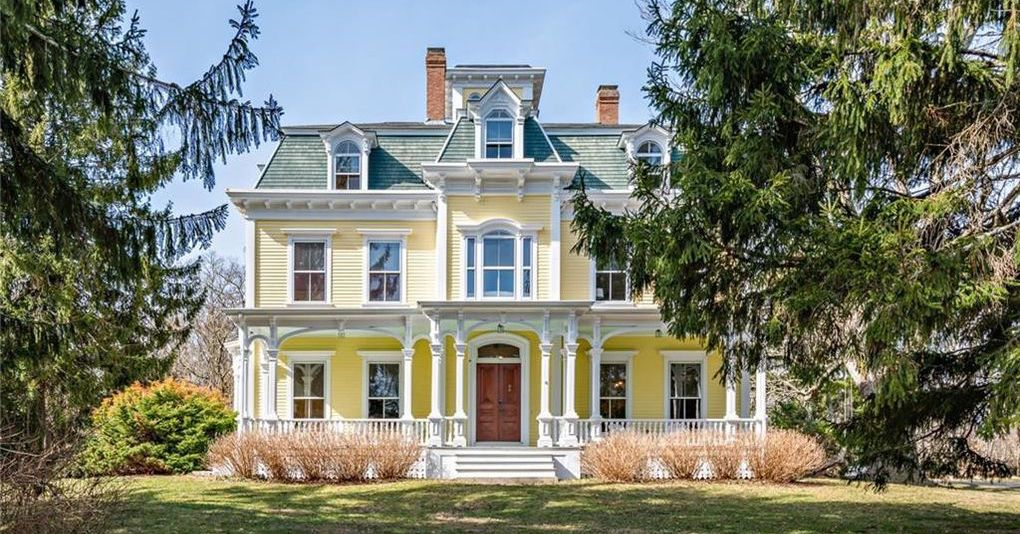 c.1850 William Whiteridge Estate lists in Tiverton, RI for $1.35M (PHOTOS)