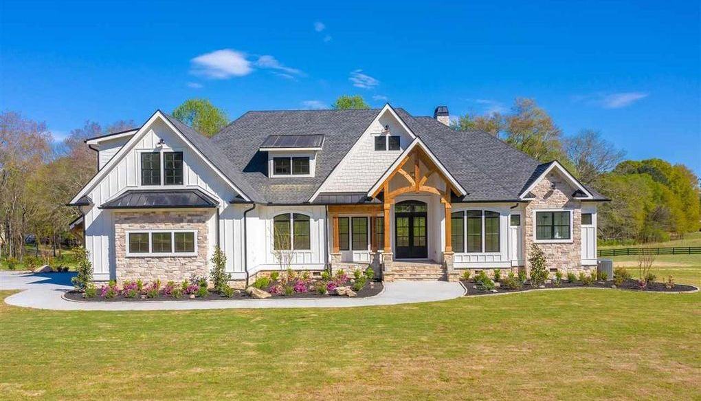 Brand New Modern Farmhouse Lists in Williamston, SC for $1.3M (PHOTOS)