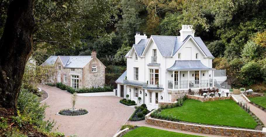 Countryside Estate in Jersey, U.K. Refurbished by DiCasa Hits the Market (PHOTOS)