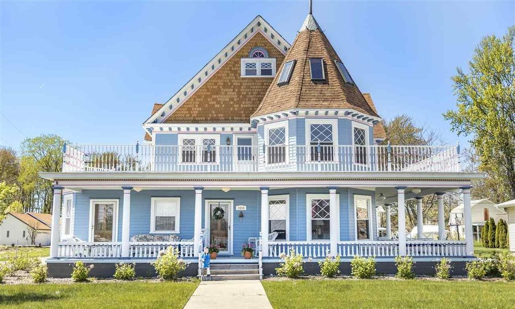 c.1896 Victorian Cottage Overlooking St. Clair River lists in Harsens Island, MI for $390K (PHOTOS)