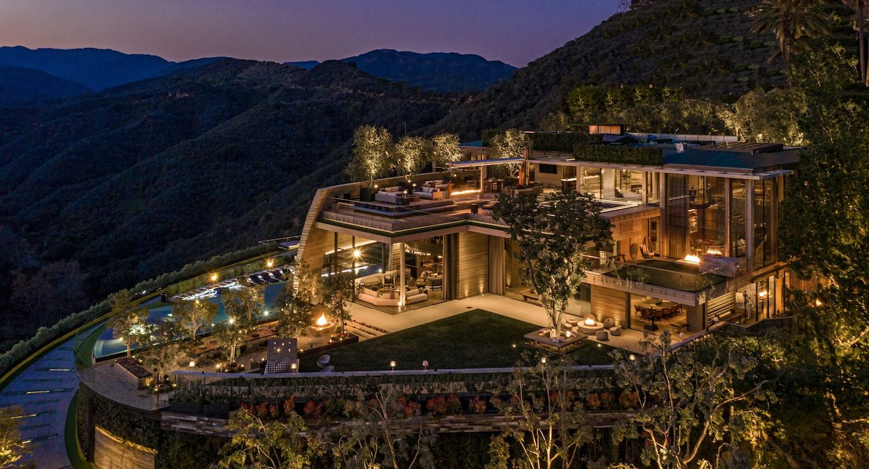 Rent this 20,000 Sq. Ft. Pacific Palisades Mansion for $350K Monthly (PHOTOS)