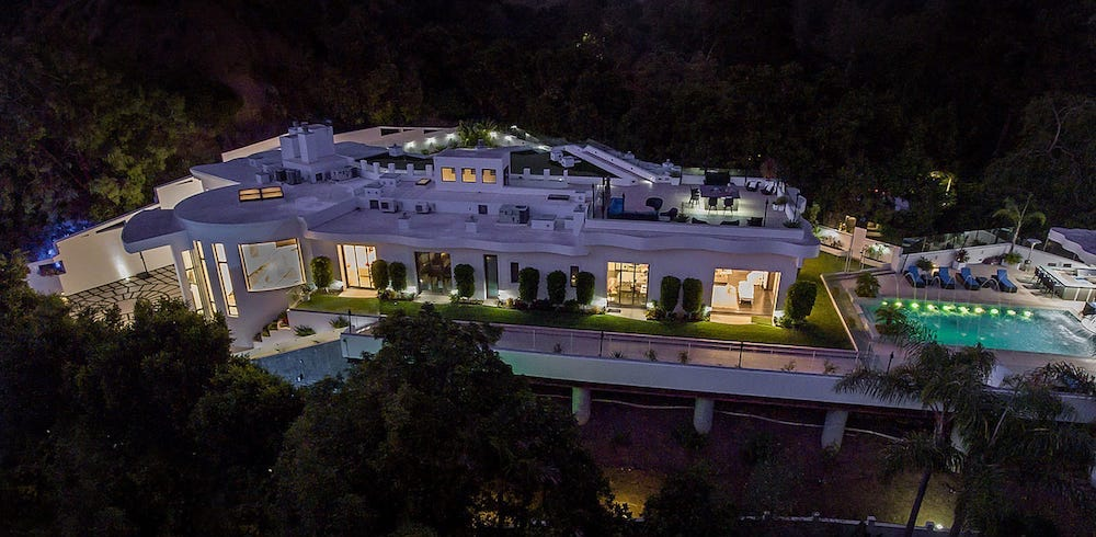Pacific Palisades Architectural Mansion on 0.75 Acres Reduced to $16M (PHOTOS)