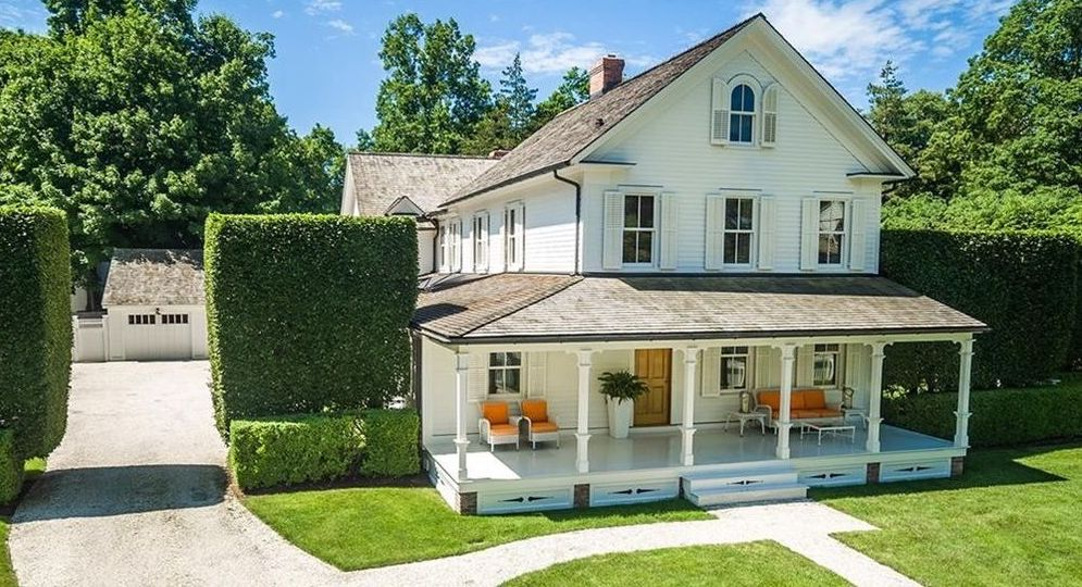 1824 Southport Village Farmhouse lists in Connecticut for $3.4M (PHOTOS)